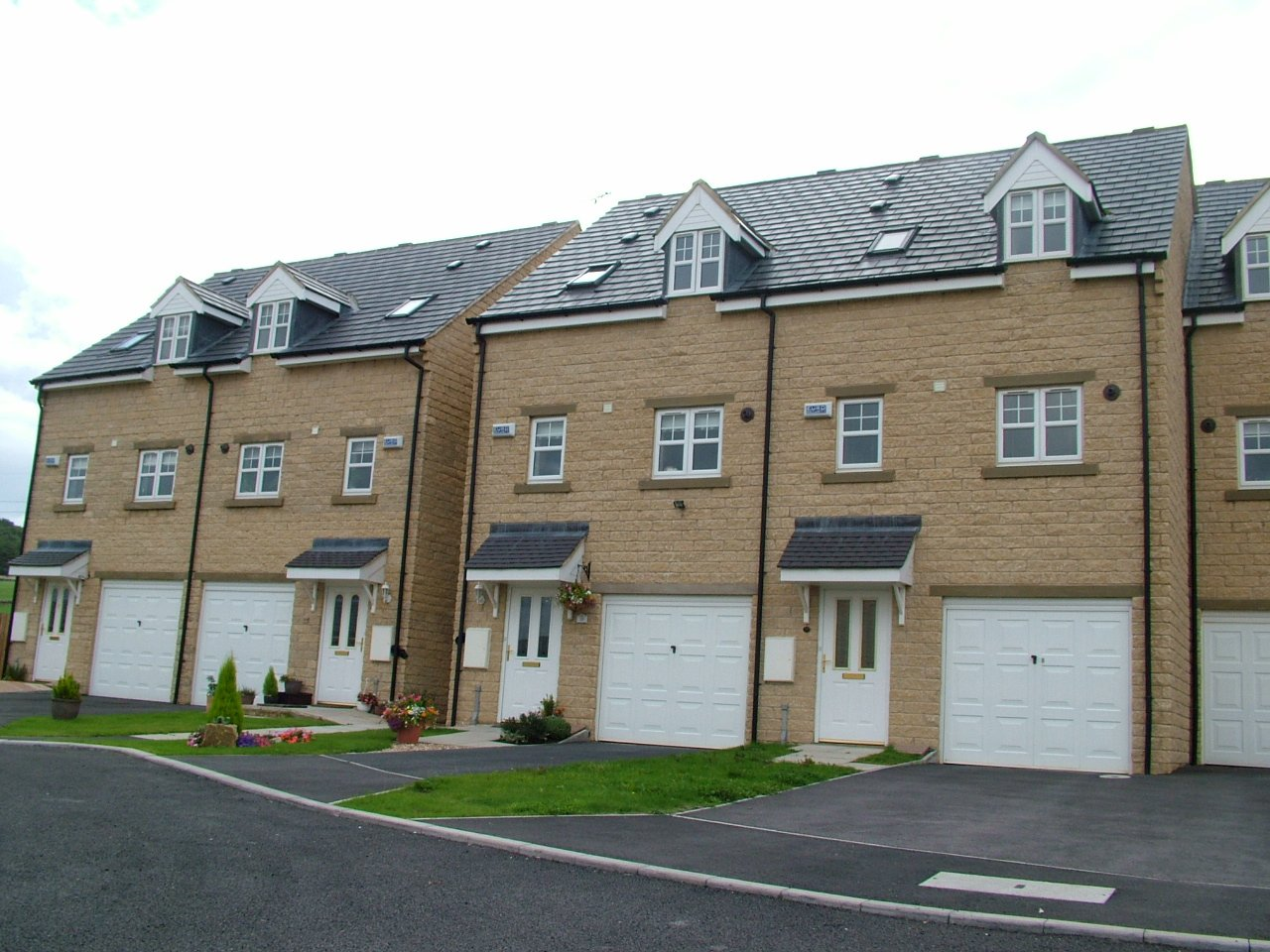 Stone & Block,3 storie houses for Redrow Homes Ltd, Elland